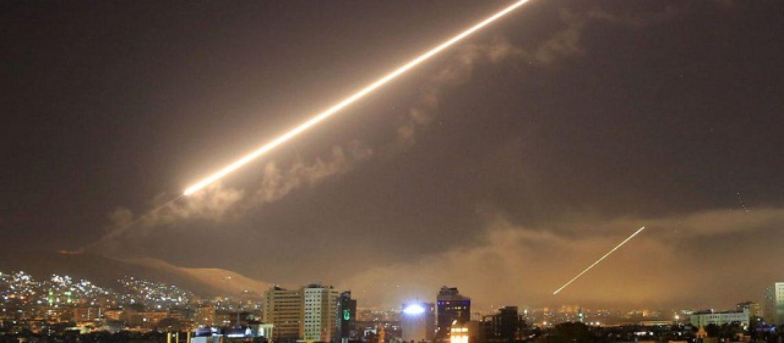 Đạn phòng không Syria trên bầu trời Damascus